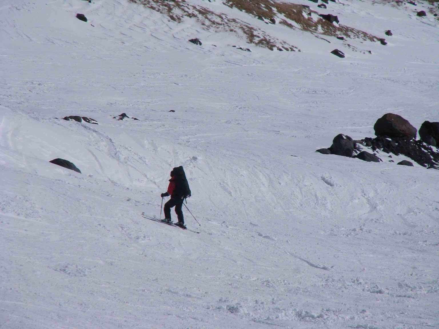 С бочек спускались с рюкзаками на лыжах
