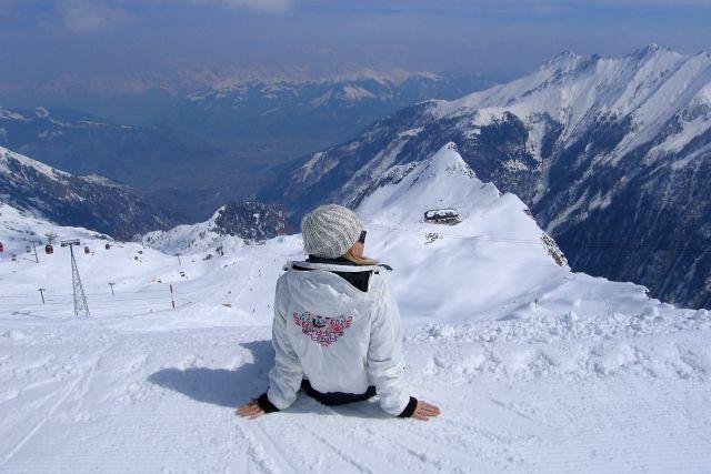 Сидя на красивом холме...