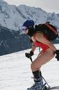 В купальнике на горных лыжах