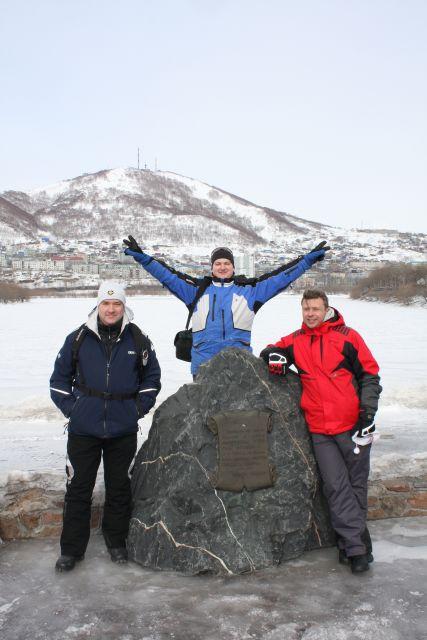Памятный камень в центре Петропавловска