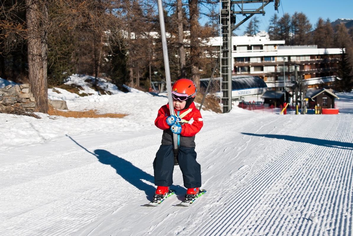 Катание на горных лыжах с ребенком в рюкзаке школьные ранцы сумки рюкзаки