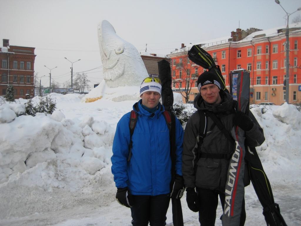 Расписание движения автобусов из Рыбинска в Демино у нас с собой было, взятое с сайта марафона.